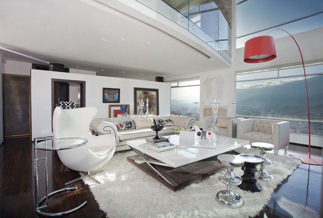 Lo contemporáneo y atemporal define el estilo de Lorena Uribe. http://bit.ly/1y3BL2x
