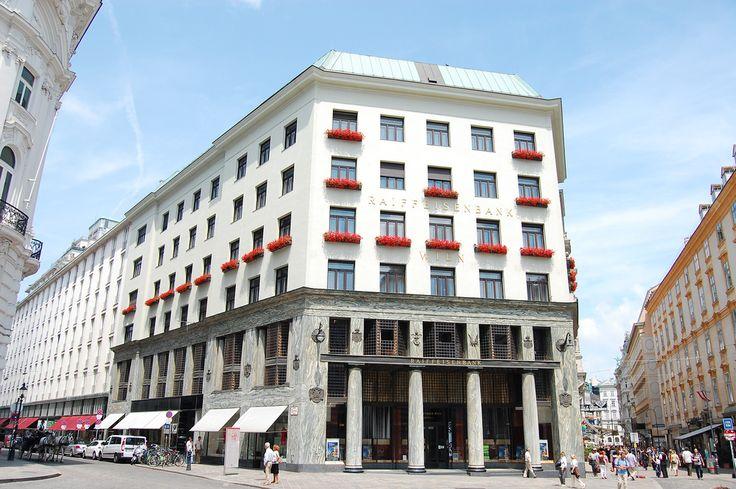 The Looshaus (1909-10) door Adolf Loos, Michaelerplatz, Wenen. Modernistische architectuur, wars van versieringen.