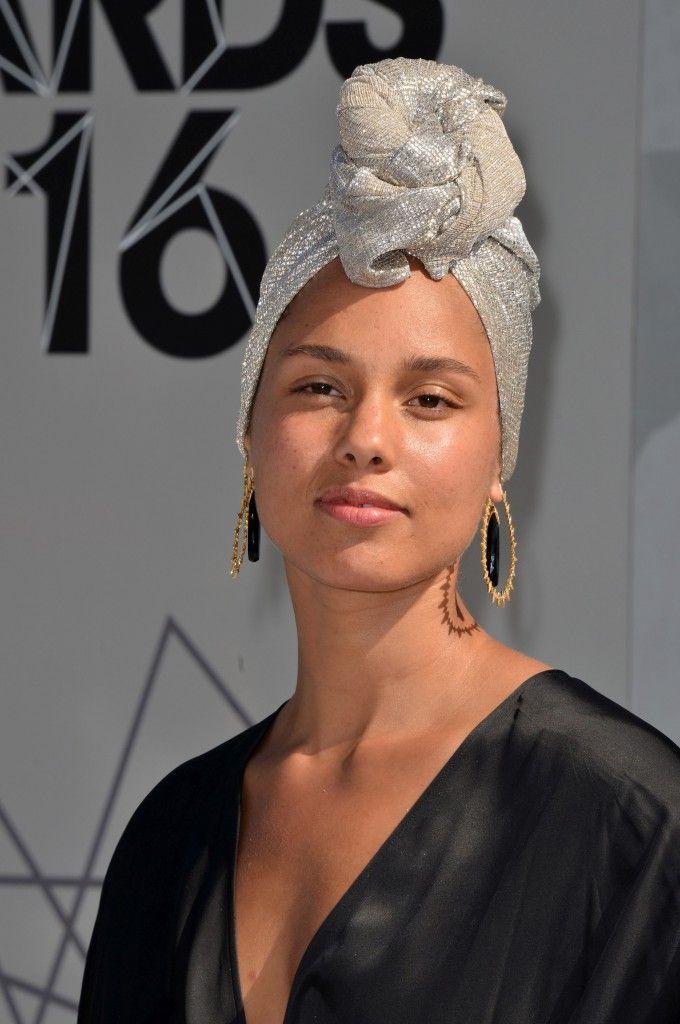 Alicia Keys fără machiaz pe covorul roșu - http://tabloidescu.ro/alicia-keys-fara-machiaz-pe-covorul-rosu/