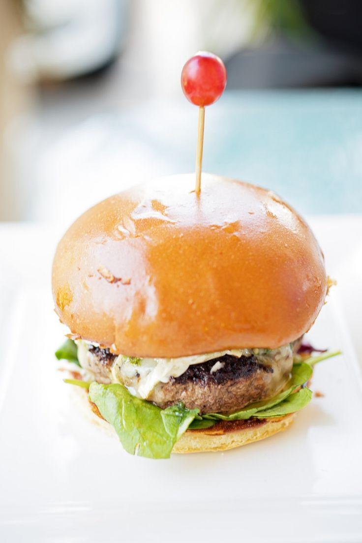 Hamburger con Gorgonzola e noci, hamburger perfetto, ricetta panino americano