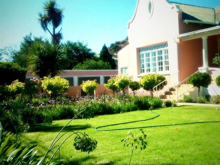 La Provence - La Provence provides very comfortable accommodation in cool quiet bedrooms with crisp white linen and towels. We offer bed and breakfast accommodation as well as self catering cottages. All rooms are en-suite, ... #weekendgetaways #colesberg #southafrica