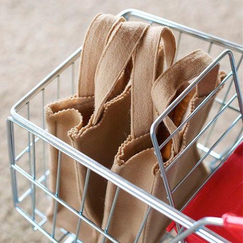 DIY - little felt grocery bags for Felt Play Food