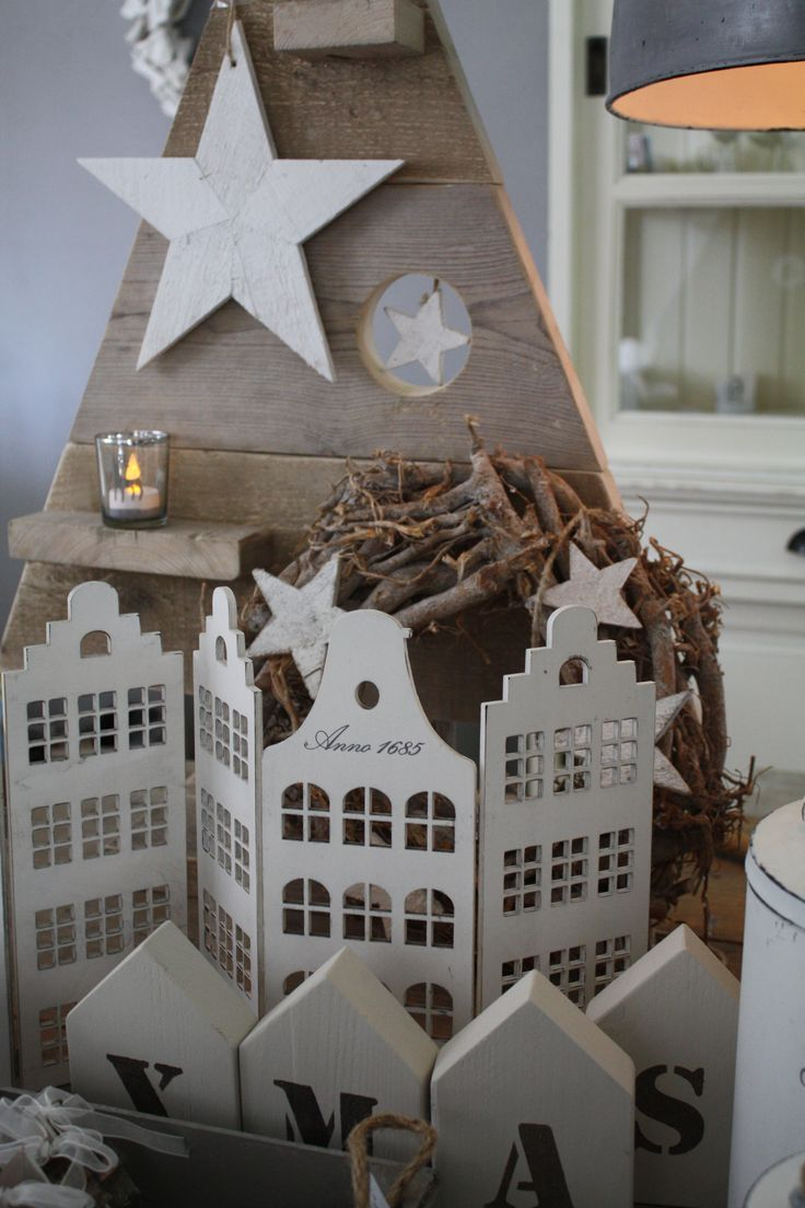 as IDEA FOR CARDBOARD HOUSES / VILLAS - do it at a window glas and candle glasses behind. Looks great from the outside kerst 2013