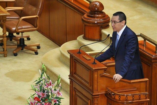 Discursul Premierului Victor Ponta in plenul Parlamentului   Doamnelor şi domnilor, în primul rând vă mulţumesc pentru oportunitatea de a prezenta în plenul Camerelor reunite intenţia Guvernului de a avea un nou acord preventiv cu Comisia Europeană, FMI şi Banca Mondială. Am apreciat faptul că deciziile importante pentru întreaga ţară trebuie luate după informarea sau chiar cu aprobarea Parlamentului. Înainte ca discuţia să fie purtată mai departe, am considerat necesar şi util să vă prezint…