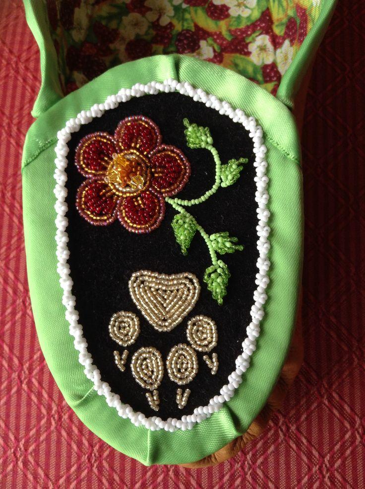 Iroquois raised beadwork vamp by Sadie Thompson