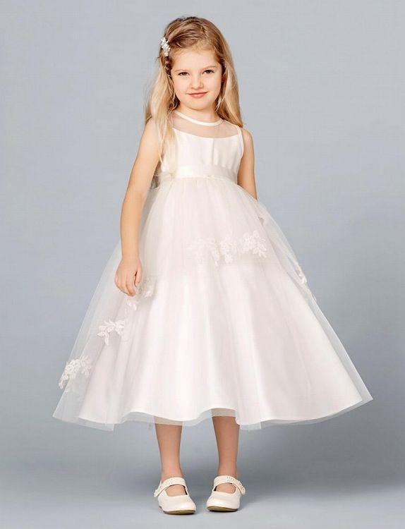 Een elegant, ivoor kleurig bruidsmeisjesjurkje. Te vinden bij bruidskindermode.nl. Voor feestkleding en bijpassende accessoires voor bruidskinderen, communie en doop. Trouwen, huwelijk, bruiloft, bruidsmeisjes, bruidsmeisjesjurk, bruidsmeisjeskleding, kinderbruidsmode, kinderbruidskleding, kinderbruidsjurk.