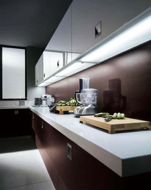 Linear under cabinet lighting