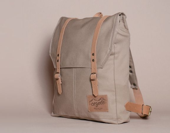 COYOTE - Rucksack. Beige canvas backpack. Made in Chile.