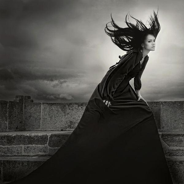 Luv her!Concept Photography, Evocative Photography, Dark Photography, White Photography, Shoots Ideas, Book Ideas, Hale Cokyuruyen, Black White, Photography Black