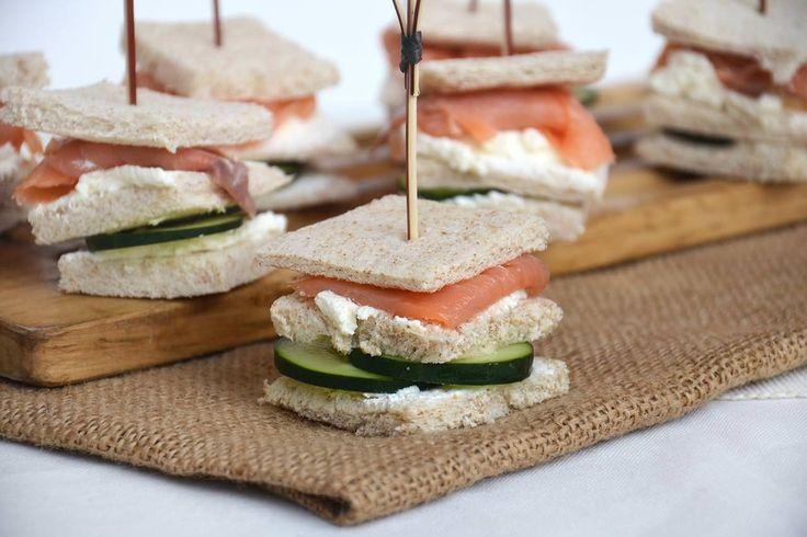 Tramezzini al salmone, scopri la ricetta: http://www.misya.info/ricetta/tramezzini-al-salmone.htm