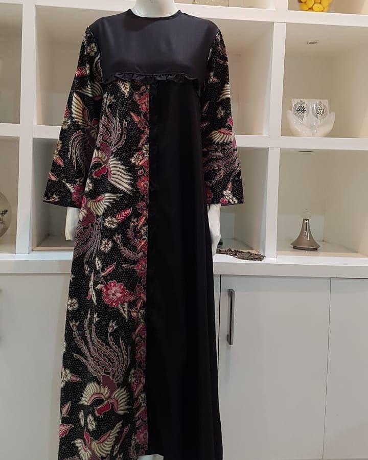 Gambar Mungkin Berisi Orang Berdiri Batik Fashion Batik Dress Modern Muslim Fashion Outfits