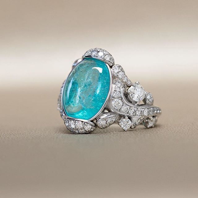 Gübelin's enthralling white gold ring, the combination of Paraiba Tourmaline with 114 Sparkling Diamonds embodies the very essence of grace.