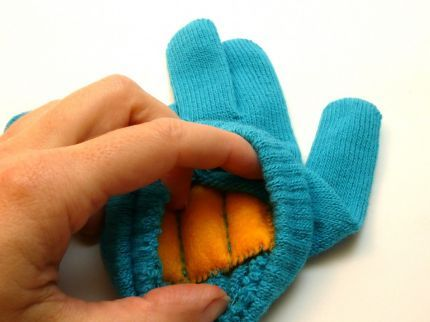 hand warming gloves - I totally had this idea last year but didn't know how to implement it!