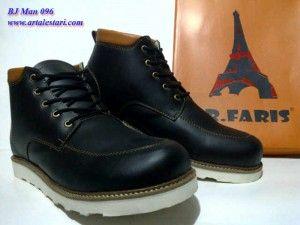 Sepatu Boots Pria Contact kami : SMS Center : 081315979176 / 085725396070 BB Messenger : 22335085