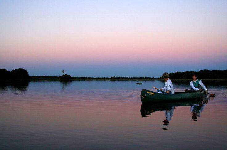 Passeio de canoa canadense no Refúgio Ecológico de Caiman, Pantanal Sul (MS)