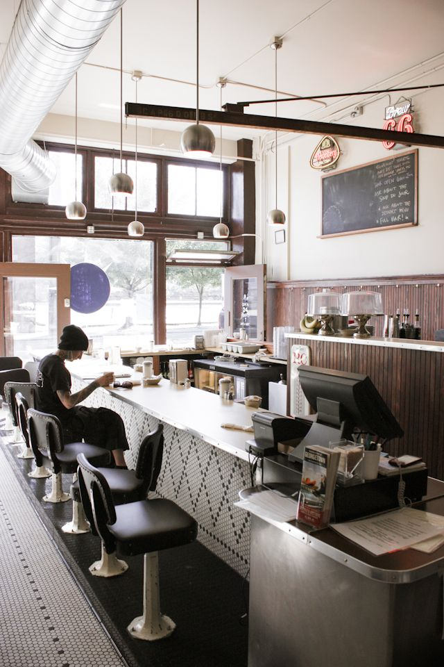 Inward Facing Girl - A Design-Obsessed Mom Who Writes A Lot - Breakfast at Square Knot Diner inSeattle