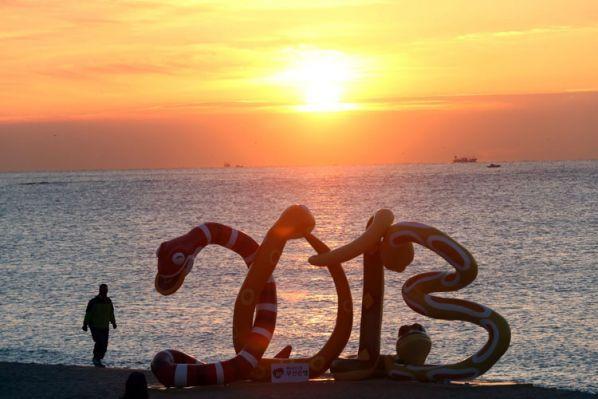 """V, 1 FEB 2013. EL AÑO NUEVO CHINO, COMIENZA EL 10 DE FEBRERO DE 2013. """"El año de la serpiente traerá hechos inesperados"""". Según los chinos, este año será para la reflexión, planeamiento y respuestas. (OPINION)."""