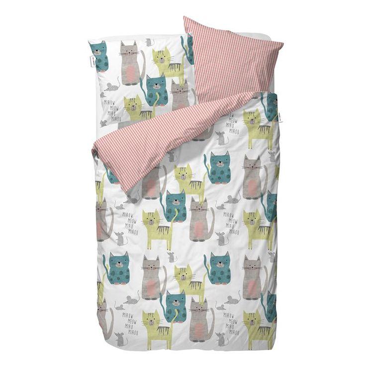 Heb jij altijd al een huisdier willen hebben? Met dit leuke dekbedovertrek van Covers & Co heb je gelijk een kamer vol! Deze gezellige katten willen niets liever dan met jou knuffelen en praten. Zo wordt het in de slaapkamer dus nog leuker!