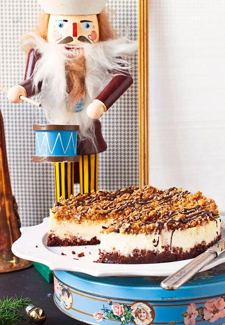 Unten cremig, oben dank Mandel-Kokos-Topping wunderbar knusprig - dieser Cheesecake ist der Hit!