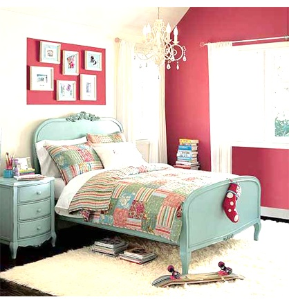 This is pretty. I would paint the wall turquoise instead of pink though.
