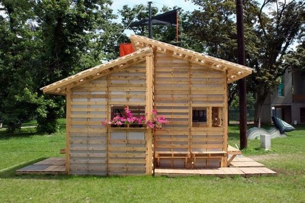 The wooden pallet shelter house gives a new -looks to your garden and best for the weather conditions like for example extreme hot or raining. In Spring, it can be the best because you can even plants flowers as seen in the picture and the designs can be different too.