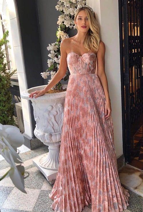 Vestido plissado: 20 longos para madrinhas e convidadas! | Dresses, Glam dresses, Strapless dress formal