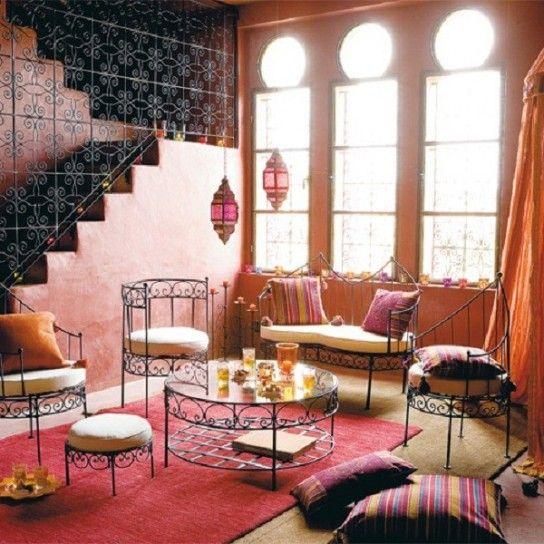 Soggiorno in stile marocchino - L'atmosfera marocchina è visibile dall'arredamento di questa stanza.
