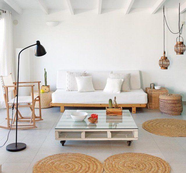 canapé en palette de bois table-roulette-lampe-poser
