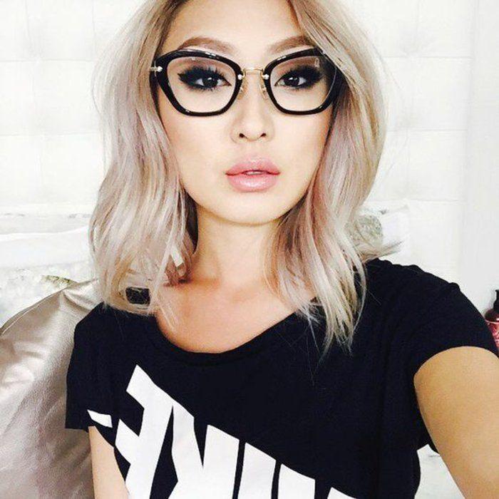 lunettes de vue femme en plastique noir et aux branches dorées