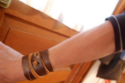 Leather cuff bracelet tutorialCuffs Bracelets Im, Bracelets Tutorials, Clothing Accessories, Clothing And Accessories, Leather Cuffs Bracelets, Projects Cuffs, Cuff Bracelets, Bracelets Clothingandaccessori, Wraps Cuffs