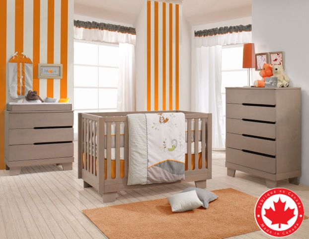 The amazing Modernice collection is Made in Canada. It give a modern twist on how a baby nursery should look like !! What do you think ? Come take a look in our stores ! Available pieces: - 4-in-1 Convertible crib - Double dresser - 3 Drawers dresser - 5 Drawers dresser - Chabging station - Night table - Guard rails - Conversion kit Available colors: Java/White and Washed Gray - Made of solid wood and birch wood - High quality - Non-toxic dye safe for baby