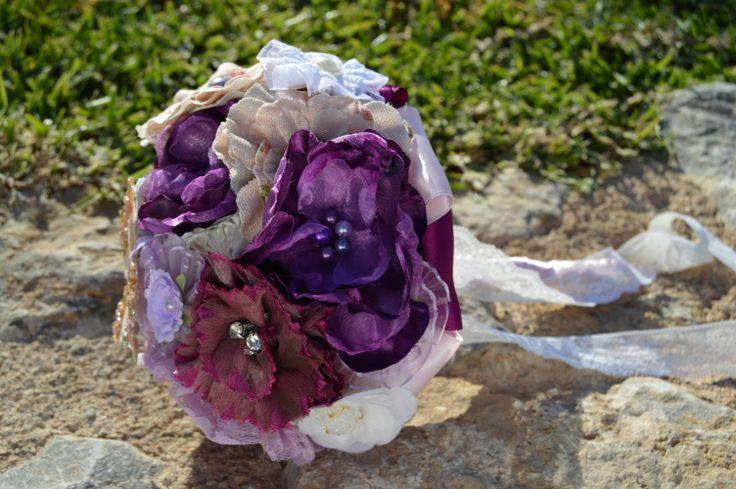 BOUQUET DA SPOSA VINTAGE MARTINA  Bouquet da sposa vintage  Martina I mazzi d'epoca sono realizzati con fiori in tessuto di diversi colori e texture