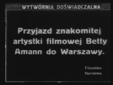 """Great movie star Philippine """"Betty"""" Amann in Warsaw.   Silent newsreel  W 193o r. Betty Amann odwiedziła w Warszawę. Wcieliła się w postać Ady w filmie Michała Waszyńskiego """"Niebezpieczny romans"""".  [video](REPOZYTORIUM CYFROWE FILMOTEKI NARODOWEJ) #repozytoriumcyfrowe, #amann, #bettyamann, #cinema, #moviestar, #glamourcinema"""