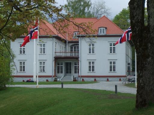 17.05.1814 Norges grunnlov vedtatt på Eidsvoll  (Wikipedia)