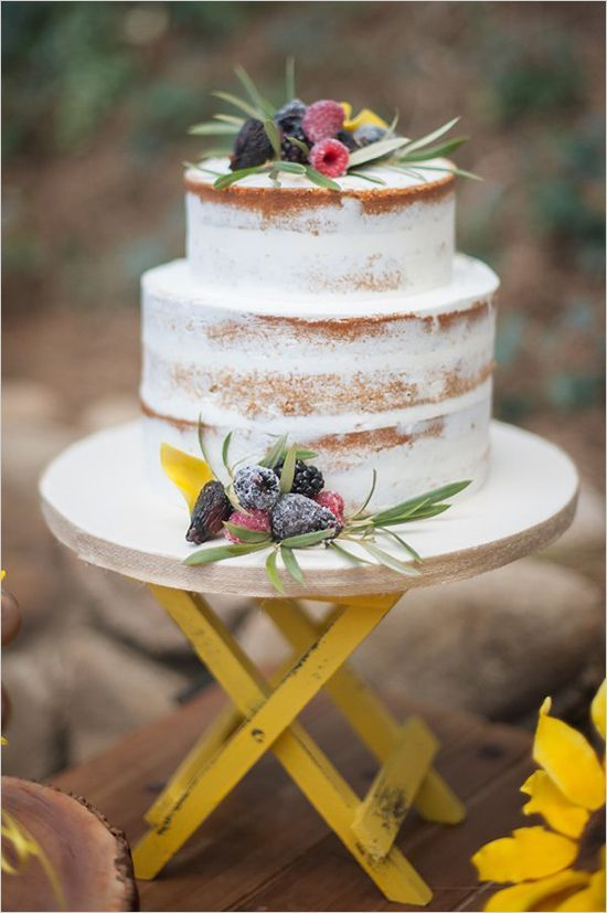 small naked wedding cake @weddingchicks