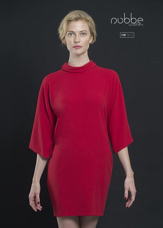 """NUBBE CLOTHES   F/W '16-17  """"La vie en rouge!""""  Vestido """"Amatista"""". También en negro y en crudo.   Hazte con él en nuestra tienda online y puntos de venta. http://tienda.nubbeclothes.com  #otoño #fashion #moda #modagallega #madeinspain #elegante #vestido"""