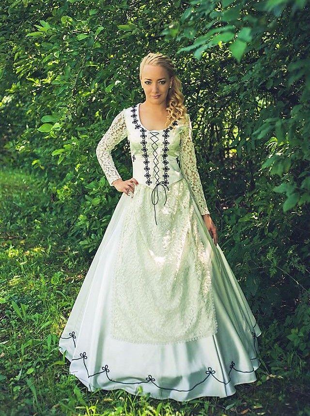 Niki menyasszonyi ruha  https://hagyomanyorzobolt.com