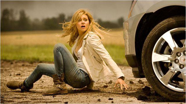 Tessa Yeager en medio de la batalla de los Transformers, queda aislada de su padre Cade Y. y de su novio Shane Dyson.