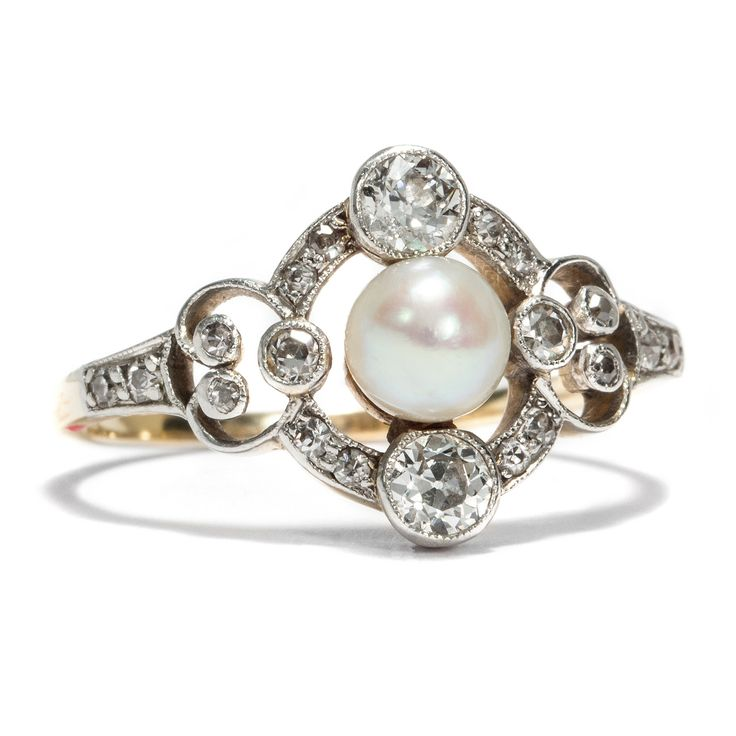 Die Leichtigkeit einer Epoche - Antiker Ring mit Orientperle & Diamanten, um 1915 von Hofer Antikschmuck aus Berlin // #hoferantikschmuck #antik #schmuck #antique #jewellery #jewelry // www.hofer-antikschmuck.de