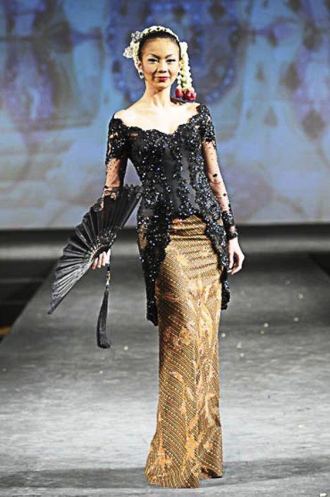 Model baju dress batik yang ini cukup simpel dan tampak elegan dengan kombinasi brokat hitam polos sebagai atasannya. Model dress batik ini sangat cocok ...