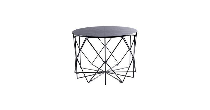 Kombinationen av rått stål och en bordsskiva i färgat glas ger ett rått och modernt uttryck som passar i en minimalistisk inredning eller i ett hem med vintagekänsla och roliga detaljer.
