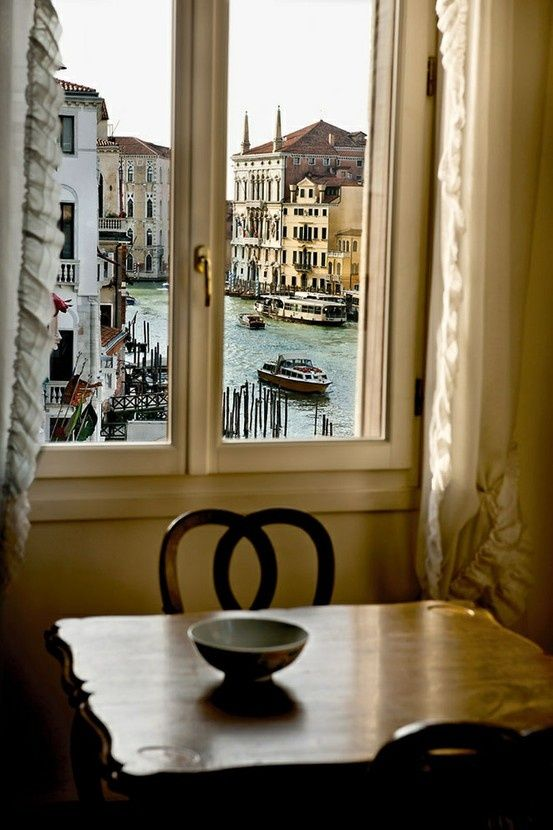 Breakfast in Venice....yes please :)