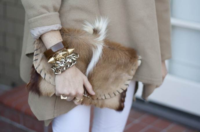 Tres chic!40 Inspiration, Luxury Clutches, Fab Fashion, Street Style, Style Snap, Inspiration Street, Handbags Happy, Furries Clutches, Clutches Envy