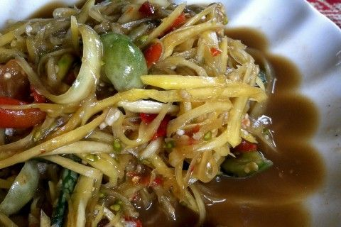 Don't miss one of Laos' national dishes, <i>tam mak hoong</i>, or spicy green papaya salad.