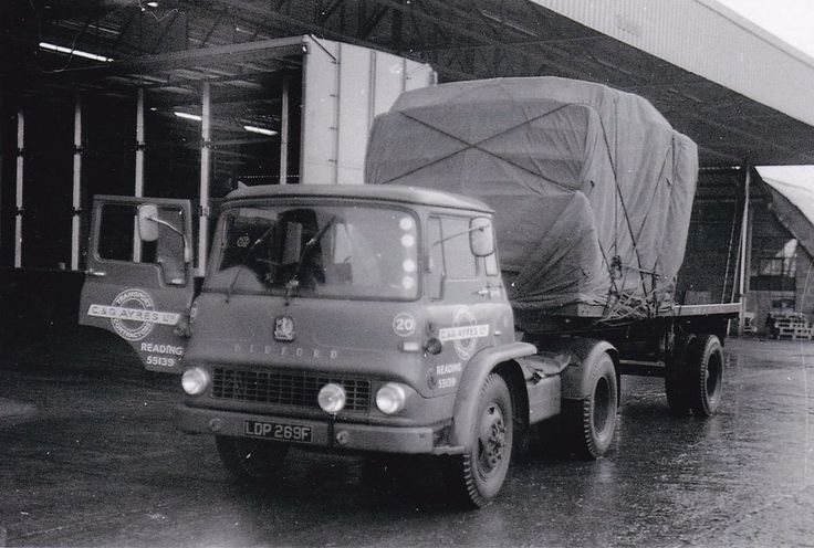 B/W PHOTO C & G AYERS (READING) BEDFORD TK ARTIC FLAT TRAILER - LDP 269F #Notapplicable
