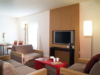 Suite con cama de matrimonio y sofá cama doble