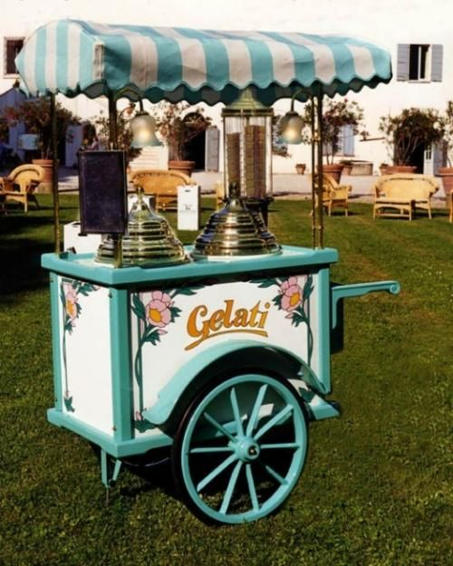 Provide your guests with an ice cream cart in the evening - perfect for summer weddings