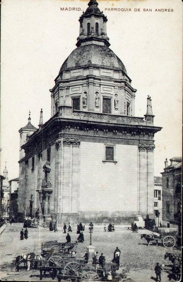 Foto de 1910 de cuando la Plaza de los Carros, en La Latina, hacía honor a su nombre (Foto de los Hnos Missé) #madrid