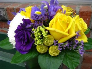 Read: Flowers to Consider Instead of Roses  www.flymetothemoonflorists.com #floral arrangements #flowers #purple #yellow