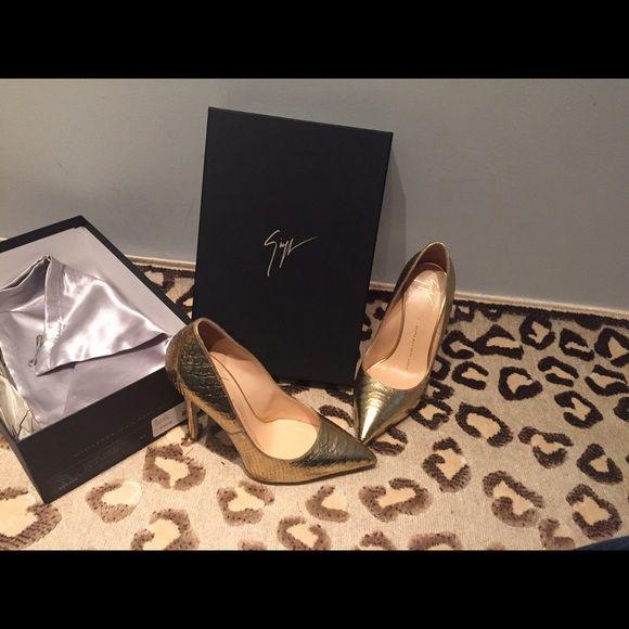 Stunning giuseppie  zanotti shoes sz 37/7 $795 Beautiful gold Python guiseppie zanotti design shoes worn 1 time and still in stores at full price $795! Giuseppe Zanotti Shoes Heels